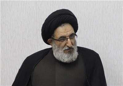 اعتراض امام جمعه به پوشش بد خبرنگاران و ترک مراسم خبری